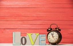 Uhr und Wort Liebe Lizenzfreies Stockfoto