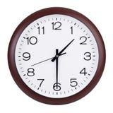 Uhr zeigt Hälfte von der zweiten Stockbild