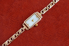 Uhren der Frauen Gold lizenzfreies stockbild