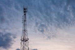 Uhrkontrollturm im Himmel Lizenzfreie Stockfotos
