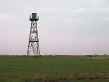 Uhrkontrollturm am Rand stockfotografie
