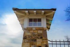 Uhrturm mit Sonne Stockbild