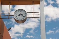 Uhrzug an der Station Lizenzfreie Stockfotos