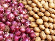Uien en aardappels Stock Afbeeldingen