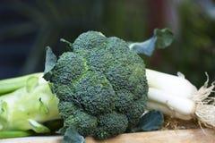 Uien en broccoli stock fotografie