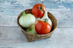 Uien en Tomaten Stock Afbeelding