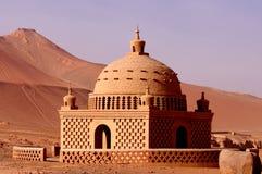 Uighur kenmerkt een paviljoen onder de vlamberg Stock Afbeeldingen