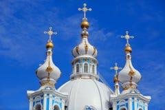 Uikoepels van de Smolny-Kathedraal St. Petersburg, Rusland Royalty-vrije Stock Foto's