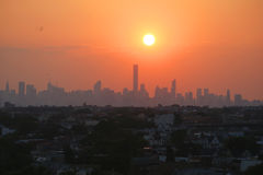 Uit het stadscentrum de horizonpanorama van Manhattan bij zonsondergang Stock Afbeelding