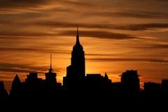 Uit het stadscentrum horizon bij zonsondergang Royalty-vrije Stock Foto's