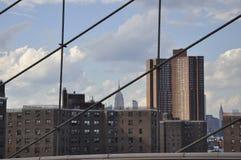 Uit het stadscentrum Manhattan van de Brug van Brooklyn over de Rivier van het Oosten van de Stad van New York in Verenigde State royalty-vrije stock fotografie
