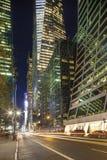 Uit het stadscentrum Manhattan: Wolkenkrabbers, straat, mensen Royalty-vrije Stock Fotografie