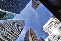 Uit het stadscentrum Wolkenkrabbers Stock Foto's