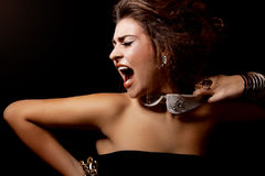 Uit luide de vrouwenschreeuw van de glamour Stock Foto