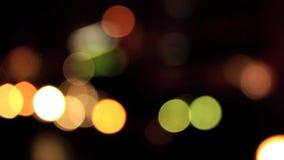 Uit nadruk onscherpe die lichten bokeh van verkeer in Londen worden gecreeerd stock videobeelden