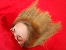 Uit uitgespreid meisje in slaap w/hair Royalty-vrije Stock Foto's