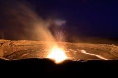 Uitbarsting bij het lavameer van het Erta-Aal royalty-vrije stock fotografie