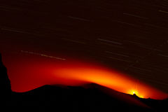 Uitbarsting van actieve vulkaan Stock Afbeelding