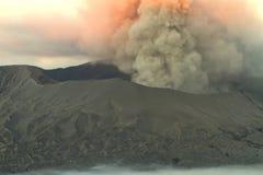 Uitbarsting van Bromo Vulcano Royalty-vrije Stock Foto's
