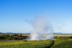 Uitbarsting van de Geysir-geiser in IJsland Stock Foto's