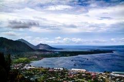 Uitbarsting van Tavurvur-vulkaan, het Nieuwe Groot-Brittannië eiland van Rabaul, Papoea-Nieuw-Guinea Royalty-vrije Stock Foto's
