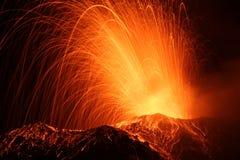 Uitbarsting van vulkaanstromboli Stock Foto