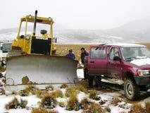 Uitbreiding van een weg met zware machines voor wegenbouw stock afbeelding