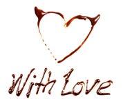 Uitdrukking met Liefde door chocolade op witte achtergrond wordt geschreven die Stock Foto