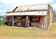 Uiteenvallenplattelandshuisje in land Royalty-vrije Stock Afbeelding