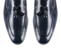 Uiteinde van mannelijke die schoenen op wit wordt geïsoleerd Stock Afbeeldingen