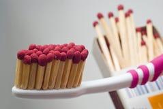Uiterst brandbare tandenborstel Stock Foto's
