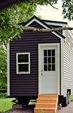 Uiterst klein Gray House op Wielen Royalty-vrije Stock Fotografie