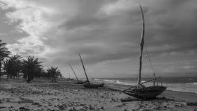 Uiterst kleine boten van een dorp van visser: Caetanos DE Baxo royalty-vrije stock foto