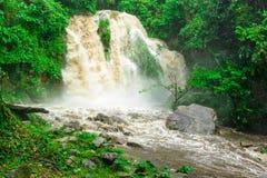 Uiterst modderige waterval Stock Afbeelding