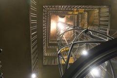 Uiterst moderne lift binnen van de Astronomische klok in Praag stock foto