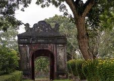 Uitgang van de Pagode van Thien Mu in Tint, Vietnam stock afbeelding