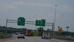 Uitgangsteken aan Elizabethtown op de snelweg - Nashville, Verenigde Staten - Juni 16, 2019 stock footage