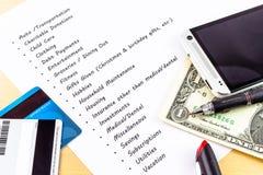 Uitgaven en Begrotingslijst met willekeurige voorwerpen Royalty-vrije Stock Foto's
