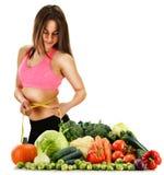 Uitgebalanceerd dieet op ruwe organische groenten en vruchten wordt gebaseerd die royalty-vrije stock fotografie