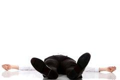 Uitgeputte zakenman die op de vloer liggen Royalty-vrije Stock Fotografie