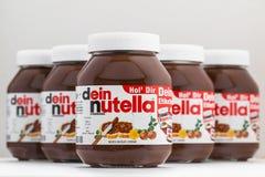 Uitgespreide Nutellahazelnoot Stock Afbeeldingen
