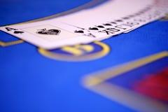 Uitgespreide uit platying kaarten op casinolijst Royalty-vrije Stock Afbeelding