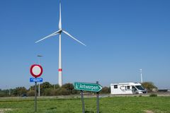 Uitgezonderd diensten of exclusief de diensten, verkeersteken op de weg van Nederland stock fotografie