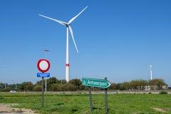 Uitgezonderd diensten of exclusief de diensten, verkeersteken op de weg van Nederland stock foto
