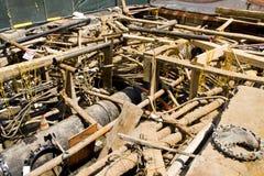 Uitgraving voor elektrobuizen en hoofdleiding Stock Foto's