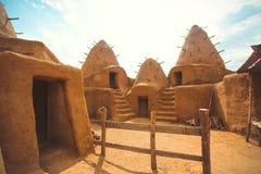 Uitgravingen van het oude dorp in de woestijn stock afbeelding