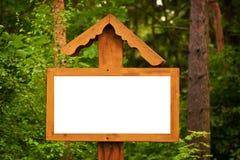 Uithangbord in het bos Stock Foto