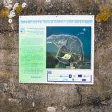 Uithangbord met kaart in fort op GLB gris-Nez Stock Fotografie