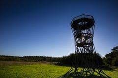 Uitkijktoren Holmers-Halkenbroek, torre de observação Holmers-Halk foto de stock