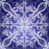 Uitnodiging met Glanzende Zilveren Sneeuwvlokken op Blauwe Abstracte Achtergrond Stock Foto's